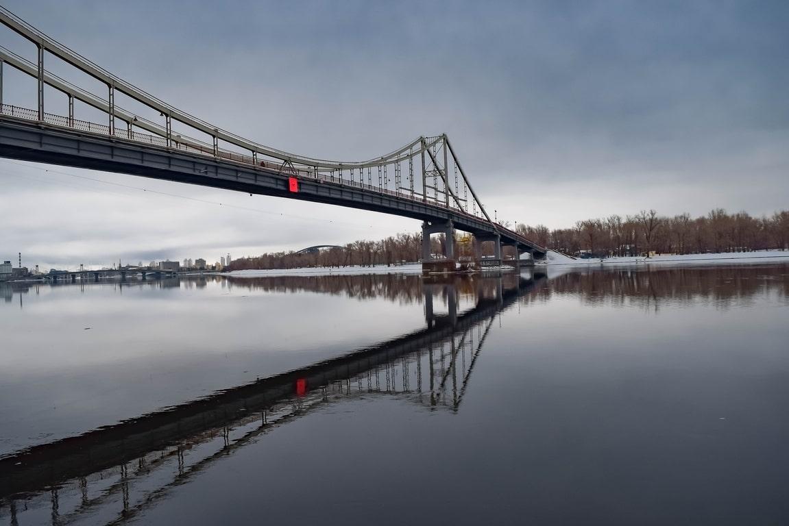 Пешеходный парковый мост