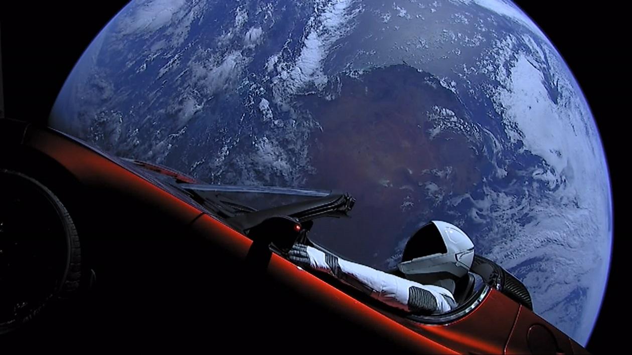 космический корабль в космосе